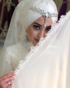 Dress 2019 Fashion In Pakistan - Dress Minimalist Wedding Decor, Turkish Wedding, Bridal Hijab, Sage Green Wedding, Kaftan, Muslim Brides, Wedding Photography Poses, Mode Hijab, Wedding Beauty
