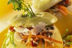 Choux-raves farcis aux champignons, riz aux légumes et parmesan - Épluchez les choux-raves et faites-les cuire pendant 35 minutes à l'eau salée. Découpez un c...