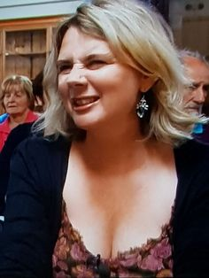 Don't know what she doesn't like, but we all like her cleavage! Beautiful Women Over 40, Beautiful People, Beautiful Females, Bbc Presenters, Carol Kirkwood, Tv Girls, Celebrity Stars, Sexy Older Women, Celebs
