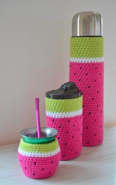 Funda Tejida A Crochet Con Base Termo Bala De 1 Litro Mate - $ 250,00 Crochet Case, Quick Crochet, Love Crochet, Crochet Gifts, Crochet Toys, Knit Crochet, Crochet Decoration, Crochet Kitchen, Tapestry Crochet