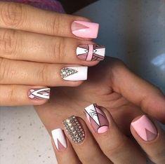 Very pretty Geometric nail design Gold Glitter Nails, Rose Gold Nails, Nail Art Hacks, Love Nails, Fun Nails, Diy Acrylic Nails, Geometric Nail, Luxury Nails, Shellac Nails