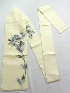 This is a chic Hige Tsumugi Nagoya obi with 'Botan'(peony) design, which is dyed with sumi ink.