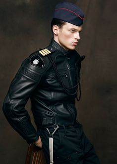 Bhurrus - classique contemporain. Veste de cuir intéressant? leather / Military sort of go hand in hand