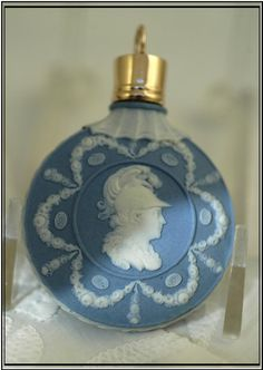 Antique Wedgwood Jasperware Scent Bottle Cased Gold Cap 1780