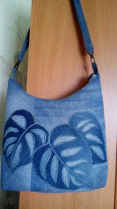 Old jeans – new ideas! Denim Tote Bags, Denim Handbags, Fabric Handbags, Fabric Bags, Denim Bags From Jeans, Patchwork Bags, Quilted Bag, Jean Purses, Purses And Bags