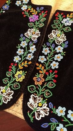Bead Embroidery Tutorial, Bead Embroidery Patterns, Hand Work Embroidery, Flower Embroidery Designs, Bead Loom Patterns, Embroidery Jewelry, Beaded Embroidery, Beading Patterns, Zardozi Embroidery