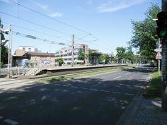Die Halteastelle Nackenberg, ist Stadtbahn Hannover ist als Mittelbahnsteig ausgeführt. Foto vom 27.06.2011 in Hannover.