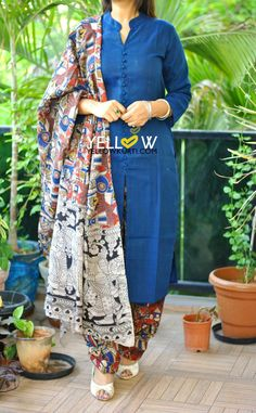 Latest Salwar Kameez Designs, Churidar Neck Designs, Kurta Neck Design, Kurta Designs Women, Saree Blouse Designs, Plain Kurti Designs, Salwar Pattern, Kurta Patterns, Dress Patterns