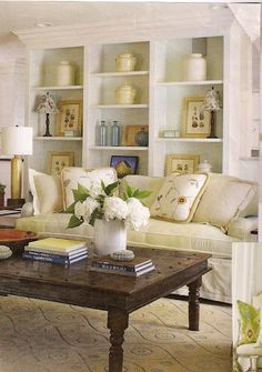 Décor de Provence: Dream Beach Home.nice elements for a beach house Cottage Chic Living Room, My Living Room, Home And Living, Living Room Decor, Living Spaces, Small Living, Living Area, Mantel Styling, Bookcase Styling