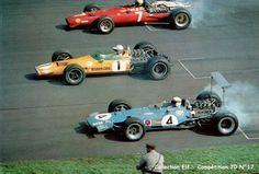 Une Ferrari, une Mac Laren et une Matra MS10 au départ.