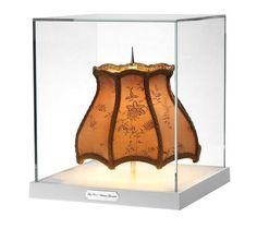 미니테카 빅토리안 그랜져 PW(이미지를 클릭하고 eShop 가기)    색상 : Fabric  소재 : Transparent diffuser  용도 : 스탠드(조명)  사이즈 : 19w*21h  원산지 : 이탈리아    미니테카 시리즈는 디스플레이형 소형 램프로 장식적 요소와 전통적인 요소에 모던함이 가미된 시그니쳐 피스 입니다.