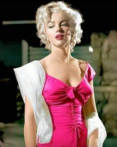 Young Marilyn Monroe, Norma Jean Marilyn Monroe, Marilyn Monroe Photos, Hollywood Icons, Hollywood Glamour, Beautiful Celebrities, Most Beautiful Women, Vintage Bollywood, Classic Actresses