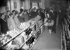 Inauguration d'un supermarché self-service. Paris, 1948.