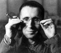 """L'analfabeta politico"" di Bertolt Brecht"