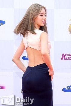 Girl's Day Minah vs Hyeri Battle of 'Sexy Back' at 'Seoul Drama Awards' ~ Daily K Pop News Korean Celebrities, Beautiful Celebrities, Beautiful People, Celebs, Beautiful Women, Girl's Day Hyeri, Lee Hyeri, South Korean Girls, Korean Girl Groups