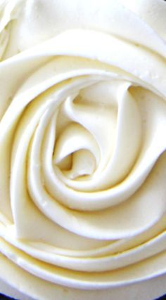 Marshmallow Vanilla Buttercream Frosting ~ the perfect icing for either chocolate or vanilla cupcakes!