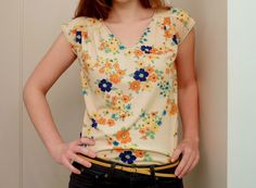 Simplicity 2594 View E pattern from four square walls: floral knit top: because i can Make Your Own Clothes, Kinds Of Clothes, Clothes For Women, Clothes Crafts, Sewing Clothes, Girly, Couture Tops, Diy Clothing, Handmade Clothes