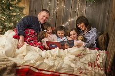 christmas card pictures 2016 in bed Family Christmas Pictures, Family Christmas Cards, Christmas Minis, Christmas Photos, Christmas Greetings, Family Photos, Xmas Pics, Christmas Portraits, Bed Photos