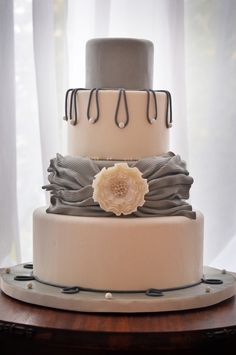 Simple and sophisticated wedding cake inspiration. An elegant cake design with a grey sash and perfectly polished pearls. Created by Fat Girl Cakes. Gorgeous Cakes, Pretty Cakes, Amazing Cakes, Unique Cakes, Creative Cakes, Cupcakes, Gateaux Cake, Cake Blog, Wedding Cake Inspiration