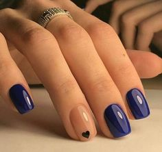 Simple & Classy minimal nail art https://www.facebook.com/shorthaircutstyles/posts/1761673987456374