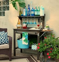 Creative Outdoor Landscaping, Decor and Entertaining Ideas Inexpensive potting bench turned into an outdoor bar and beverage station for entertaining. The Creativity Exchange Patio Bar, Backyard Patio, Diy Bar, Potting Bench Bar, Bar Bench, Diy Outdoor Bar, Outdoor Decor, Outdoor Projects, Outdoor Spaces