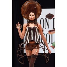 French model Laetitia Rey presents a chocolate studded dress designed by Eva Rachline and made with the help of French chocolate maker Magnum Chocolate Dreams, Chocolate Art, French Chocolate, Chocolate Factory, Chocolate Lovers, Fashion Art, Fashion Show, Fashion Outfits, Sweet Style