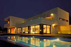 Fachada trasventilada - Vivienda diseño - Arquitectura moderna / Díaz y Díaz. Family house in Perbes. A Coruña. Outside terrace.  Porch. Pool. Design. Architecture