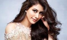 Warina Hussain is new and fresh Bollywood actress. The opposed film actor is Aayush Sharma. Here are some hot wallpapers photo images of Warina Hussain. Alia Bhatt, 10 Most Beautiful Women, Sr K, Bollywood Actress, Bollywood Celebrities, Hottest Models, Looking Gorgeous, Portrait, Sexy Legs