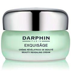 Darphin Exquisage, yaşlanma belirtilerini geciktirerek cildin daha genç bir görünüm kazanmasını sağlıyor. Düzenli kullanım sonucunda cildin ekstra yumuşaklık ve parlaklık kazanmasına katkı sağlayan ürün, yaşa bağlı yorgunluk izleriyle savaşıyor ve cildin daha dinamik kalmasına destek oluyor. Doğal kompleksler yardımıyla kolajen üretimini teşvik eden bu ürün, cilde sıkılık kazandırıyor.