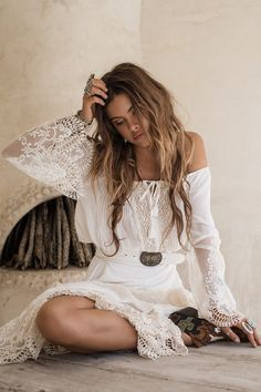 Peasant Girl Off The Shoulder Crop - White • Spell & The Gypsy Collective - International