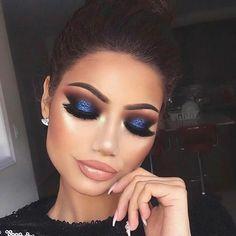 Maquillaje para vestido azul royal