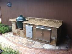 A small Hillman Outdoor Living outdoor and stone patio. Outdoor Kitchen Countertops, Laminate Countertops, Concrete Countertops, Granite, Big Green Egg Outdoor Kitchen, Outdoor Kitchen Design, Outdoor Kitchens, Summer Kitchen, New Kitchen
