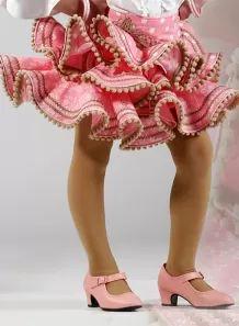 Faldas Flamencas Niña 2015 Zingara Family Costumes, Tulle Gown, African Fashion Dresses, Spanish Style, Fishtail, Fashion Details, Boy Fashion, Hair Beauty, Gowns