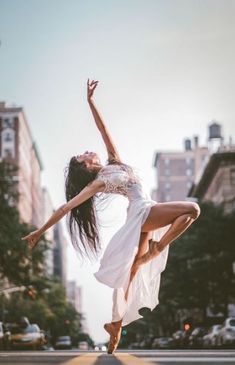 dance picture poses Omar Robles: Photographing Dancers in the Streets of NYC Dance Picture Poses, Dance Photo Shoot, Poses Photo, Dance Poses, Dance Pictures, Dance Photoshoot Ideas, Ballet Pictures, Street Ballet, Ballet Dance Photography