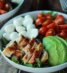 This quick, high-protein Avocado Caprese Chicken Salad is easy to prepare and super healthy! Just because you're not exactly a Top Chef doesn't mean you have to be resigned to a life of frozen food.