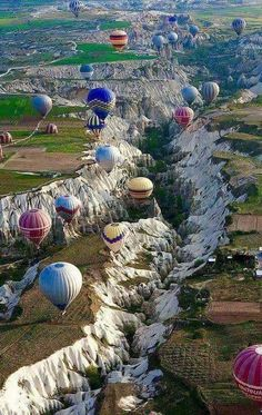 Air ballooning in style Cool Places To Visit, Great Places, Places To Travel, Beautiful Places, Beautiful Pictures, Turkey History, Turkey Country, Capadocia, Cappadocia Turkey