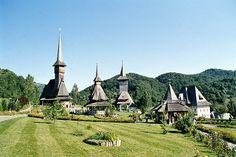 Il monastero Bârsana - the Bârsana monastery (Romania) - UNESCO world Heritage. Monastery Icons, Romania Travel, Place Of Worship, Paris Skyline, Europe, The Incredibles, World, House Styles, Places