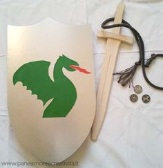 Cute tutorial for DIY dragon knight shield - use Google Translate