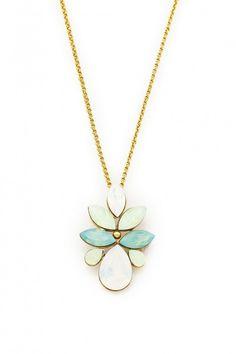 Elegancki naszyjnik pozłacany 24-karatowym złotem i ozdabiany kryształami Swarovski Crystals w delikatnych odcieniach mięty.