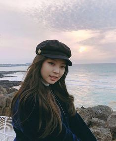 Female K-Pop band, Blackpink, are taking the music world by storm, wi. Blackpink Jennie, Yg Entertainment, South Korean Girls, Korean Girl Groups, Blackpink Wallpaper, Rapper, Blackpink Members, Black Pink, Blue