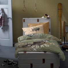 Creating an Army Bedroom Bedroom Themes, Bedroom Colors, Bedroom Decor, Bedroom Ideas, Boys Army Room, Boy Room, Army Bedroom, Kids Bedroom, Military Bedroom