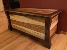 Hope Chest Wood Shop Projects, Diy Furniture Projects, Woodworking Inspiration, Woodworking Projects, Woodworking Patterns, Wooden Blanket Box, Wood Box Design, Diy Log Cabin, Wooden Toy Boxes