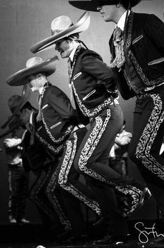 Photo (All things Mexico.) All Things Mexico Photo (All things Mexico.) All Things Mexico Mexican People, Mexican Men, Mexican American, Mexican Style, American History, Native American, Ballet Folklorico, Mexican Costume, Mexican Heritage