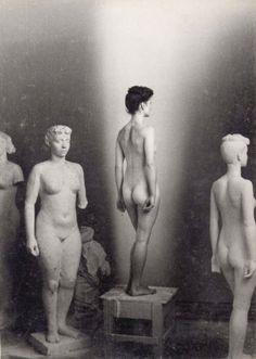 """regardintemporel:  Karl Geiser - Blick ins Atelier mit der Skulptur """"Italienerin"""" und dem Modell, ca.1943 Also"""
