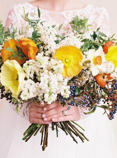 Southern charm: http://www.stylemepretty.com/2015/05/20/charming-southern-wedding-elegance-in-charleston/ | Photography: Ashley Cox - http://ashleypcox.com/