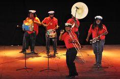 https://flic.kr/p/KnC6u8 | 74ème Festival Folklorique International Danses et Musiques du Monde | N'hésitez pas à consulter notre site internet www.tourisme-amelie.com  Dès le début du 20° siècle et notamment lors des fêtes du Carnaval, un groupe de jeunes gens et de jeunes filles exécutait dans les rues de la ville des danses folkloriques catalanes.  Jean TRESCASES, fondateur des Danseurs catalans d'Amélie les bains en 1935, créa en 1936 un festival folklorique des provinces françaises.  Et…