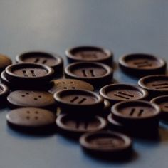 Olive Wood Button – dark chocolate 2 hole 23 mm