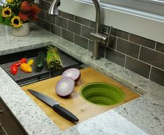 This ledge kitchen sink is the perfect single bowl workstation for a cabinet! It is made of 16 gauge stainless steel and features an offset seamless drain. A best seller in our ledge sink collection. Condo Kitchen, Farmhouse Sink Kitchen, Kitchen Cabinets, Kitchen Sinks, Kitchen Island, Kitchen Appliances, Double Bowl Sink, Single Bowl Kitchen Sink, Single Sink