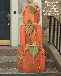 Wood Projects 27 Creative Fall Pallet Projects for Decorating Your Home on a Budget - Over 25 options for pallet signs to decorate your home this fall. They are so inexpensive you could make new fall pallet projects each year. Fall Wood Crafts, Halloween Wood Crafts, Thanksgiving Crafts, Holiday Crafts, Wood Pallet Crafts, Diy Wood, Pumpkin Crafts, Pallet Art, Wood Wood