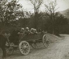 Tatars. Crimea Tatars. Жители села Байдар на повозке. 1900 год